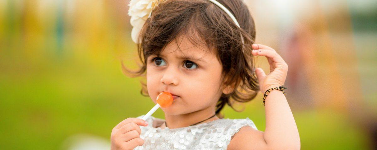 Scopri perché è importante curare la carie nei denti da latte